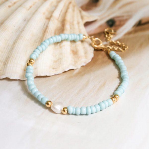 Handgemaakte armband light blue pearl