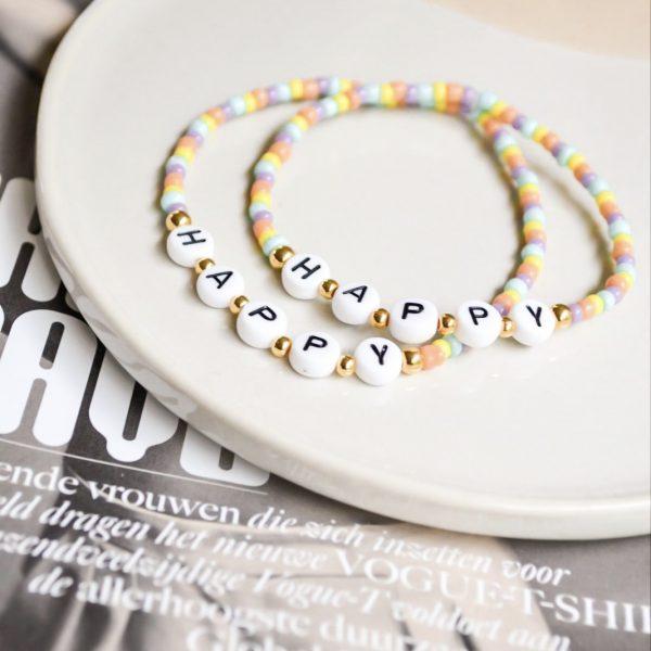 Handgemaakte armband 'happy'