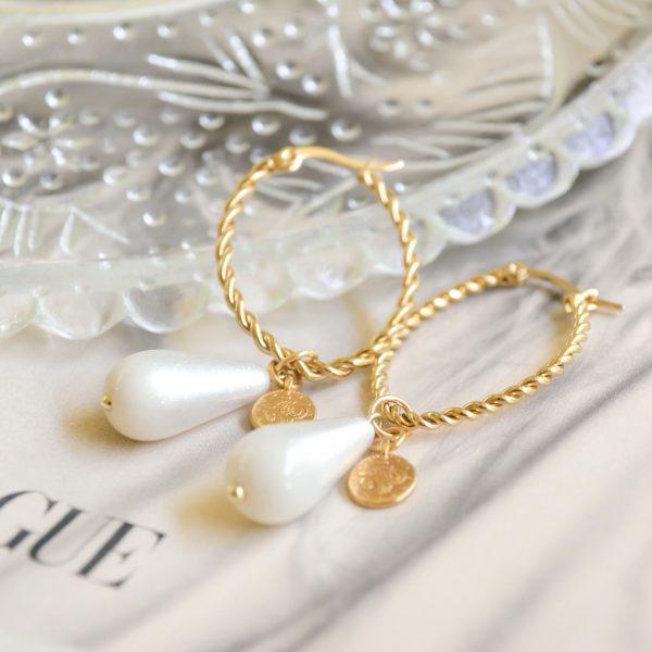Handgemaakte oorbellen white hoops
